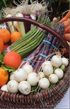 Idea for Farmer's Market... To-Go Baskets? Made up already, tag on it, a dinner recipe card and all the veggies you'd need... Or Desserts, etc..
