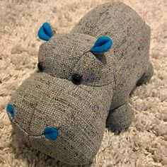 Animal Sewing Patterns, Sewing Patterns Free, Sewing Tutorials, Sewing Projects, Tutorial Sewing, Homemade Stuffed Animals, Sewing Stuffed Animals, Stuffed Animal Patterns, Fabric Toys Diy