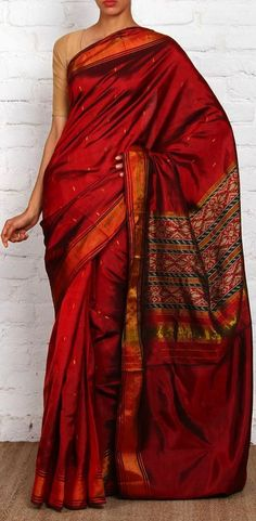 Maroon Pure Silk Patola Saree I'm in love❤❤❤❤ Indian Attire, Indian Ethnic Wear, Indian Dresses, Indian Outfits, Indian Clothes, Traditional Sarees, Traditional Outfits, India Fashion, Ethnic Fashion