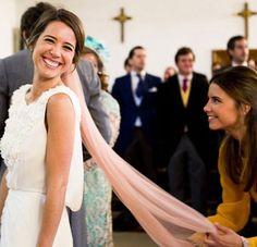 15-colgadas-de-una-percha-que-tipo-de-novia-eres-what-kind-of-bride-are-you-wedding-gown-dress-vestidos-de-novia-bodas-velo-con-color-veil-with-color-5