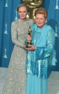 Glenn Close with a fragile Deborah Kerr receiving an honorary Oscar in 1994. #actor #oscar