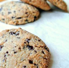 Een fantastisch recept uit 'Gezond Trakteren', het heerlijke boek van Amber Albarda. Deze koekjes zijn mega lekker en guilt-free!