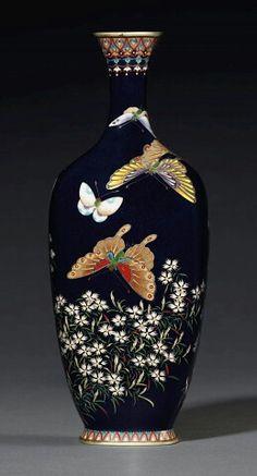 Japanese Vase, Japanese Porcelain, Porcelain Jewelry, Porcelain Vase, Pottery Painting Designs, China Painting, Bottle Art, Flower Vases, Clay Flowers