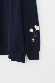 Flower Embroidered Sleeve Sweatshirt, Navy - Source by frlleben - Embroidery On Clothes, Simple Embroidery, Embroidered Clothes, Hand Embroidery Designs, Shirt Embroidery, Diy Clothing, Custom Clothes, Broderie Simple, Diy Fashion