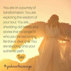 Você está em uma jornada de transformação. Você está explorando a sabedoria de sua alma. Você está derramando velhas crenças e histórias, que já não cabem em quem você está se tornando. Seja valente, meu querido. Você está trilhando seu autêntico caminho.