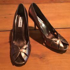 Steve Madden Peep Toe Heels Size 9M Steve Madden Debonair bronze leather peep toe stiletto heel. Never worn Steve Madden Shoes Heels