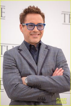 ✌️Robert Downey Jr. flashes a smile while posing at a photo call for his movie The Judge on Tuesday (October 14) in Rome, Italy. ✌️ Crediti : Just Jared Passate dal nostro gruppo : https://www.facebook.com/groups/907125109438778/ Instagram : https://www.instagram.com/robert.downey.jr.italy/ -Stark-
