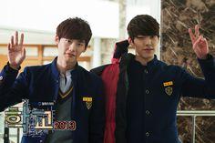 School 2013 / Lee Jong Suk (Go Nam Soon) / Kim Woo Bin (Park Heung Soo). Love their relationship! Korean Wave, Korean Music, Korean Men, Korean Celebrities, Korean Actors, Dramas, Netflix, School 2013, Perfect Movie