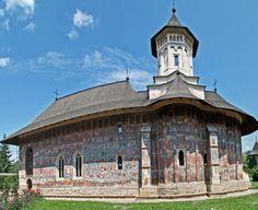 Considerate adevărate nestemate ale neamului, mănăstirile din România adună anual milioane de vizitatori, fiind considerate cele mai importante obiective turistice din ţara noastră.
