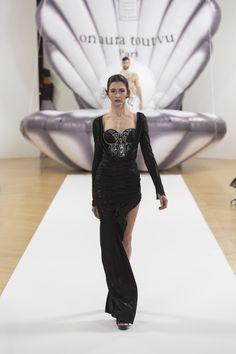 "ON AURA TOUT VU ""Otohime"" SS17 - Look 22 #onauratoutvu #parisfashionweek #otohime #ss #collection #springsummer #2017 #paris #mode #pfw #blackdress #embroidery #model"