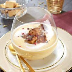 Velvety of white coconuts and pan-fried foie gras / Cream of white coconuts and fried foie gras Gourmet Appetizers, Soup Appetizers, Finger Food Appetizers, Best Appetizers, Finger Foods, Easy Healthy Meal Prep, Healthy Crockpot Recipes, Snack Recipes, Chicken