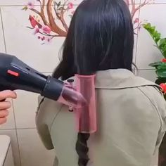 The Hair Dryer Magic Curls is perfect for anyone who loves to do their hair! Create beautiful, full, bouncy curls in second with this dryer diffuser that spins your hair like a tornado to dry and curl your hair simultaneously in seconds! Natural Curls, Natural Hair Styles, Short Hair Styles, Curled Hairstyles, Cool Hairstyles, Hairstyles Videos, Best Hair Curler, Hair Diffuser, Magic Hair