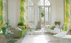 Décoration intérieure / Salon living room /Couleur coloré / Vert green blanc /Classique chic élégant / luxe / Luminosité / Rideaux / motif floral