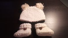 Crochet baby 0-3 months booties and beanie