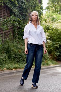 From Patti Smith to the supermodels wearing oversized white shirts in the Peter Lindbergh photos of the early there is no doubting the white shirt's style credentials. Fresh Prince, Over 50 Womens Fashion, Fashion Over 50, Cindy Crawford, Doc Martens, Fashion Models, Fashion Trends, 90s Fashion, Fall Fashion