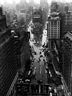 tartanspartan:    Times Square in the Rain — Lou Stoumen, 1940