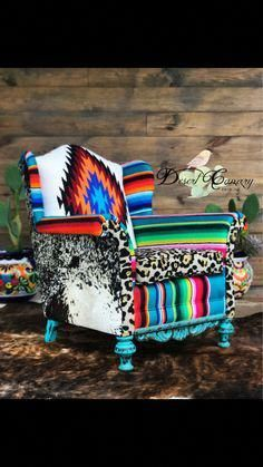 home accents pieces This could be a cool accent piece if you lived in Arizona or Mexico Western Furniture, Funky Furniture, Furniture Projects, Rustic Furniture, Furniture Makeover, Painted Furniture, Cabin Furniture, Furniture Market, Cowhide Furniture
