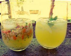 Refreshing apple & mint herbal iced tea