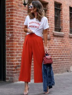 red jumpsuit paired with graphic tee Sharing how I dress down a cocktail jumpsuit for a more wearable daytime look. And the best part is that it involves a tee, ya feel me! Fashion Mode, Look Fashion, Autumn Fashion, Fashion Trends, Fashion 2018, Trendy Fashion, Cheap Fashion, Fashion Shoes, Fashion Style Women