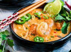 Thai Coconut Curry Shrimp Noodle Soup Thai Coconut Curry Shrimp Noodle Soup recipe - One pot, 30 minute, creamy coconut curry soup with rice noodles, jumbo shrimp and tasty Thai flavors. Thai Shrimp Soup, Coconut Curry Shrimp, Shrimp Noodles, Seafood Soup, Thai Coconut, Seafood Recipes, Soup Recipes, Cooking Recipes, Rice Noodles