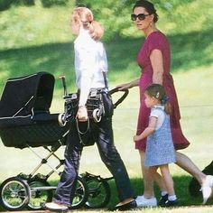 Kate, Charlotte and Maria walking trough the park with Prince Louis a few days ago!