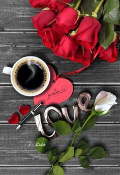 Love, roses and coffee ~ ღ Skuwandi Coffee Is Life, I Love Coffee, My Coffee, Black Coffee, Good Morning Coffee, Coffee Break, Coffee Pictures, Coffee Photography, Coffee Cafe
