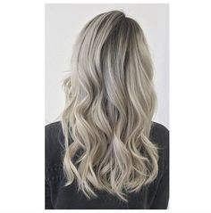 Icy white hair with dark roots by Sue @ Salon B, Amsterdam centrum