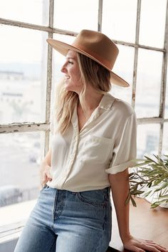 Simple linen basics that will redefine the essentials in your wardrobe to become your new uniform. These nursing friendly classic women's pieces are sustainably made in Los Angeles. Family Photo Sessions, Family Photos, Ethical Fashion, Neutral Colors, Breastfeeding, What To Wear, Pregnancy, Silk, Cream