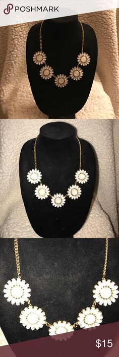 A simple daisy white necklace This simple white daisy inspired necklace pairs beautifully from a white top to that summer dress! Charming Charlie Jewelry Necklaces