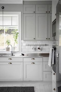 Home Decor Kitchen, Kitchen Furniture, Kitchen Interior, New Kitchen, Home Kitchens, Awesome Kitchen, Kitchen Ideas, Coastal Interior, Eclectic Kitchen