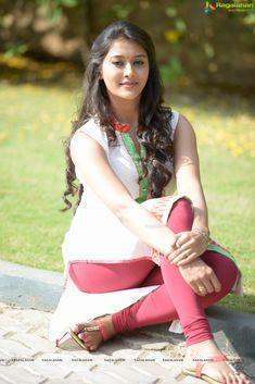 Pooja Jhaveri Unseen Photos - Pooja Jhaveri Photo Gallery - Pooja Jhaveri Stills Beautiful Girl Photo, Beautiful Girl Indian, Most Beautiful Indian Actress, Stunning Girls, Beautiful Ladies, South Indian Actress Hot, Indian Actress Hot Pics, Actress Photos, Beauty Full Girl