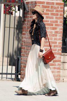 So happy to found this bally bag and the suede hat Cheap Fashion, Modest Fashion, Womens Fashion, Daily Fashion, Love Fashion, Spring Fashion, Bohemian Style, Boho Chic, White Maxi Skirts