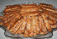 Tepertős-sós-fűszeres rudak recept képpel. Hozzávalók és az elkészítés részletes leírása. A tepertős-sós-fűszeres rudak elkészítési ideje: 28 perc Savory Pastry, Eat Pray Love, Hungarian Recipes, Garlic Bread, Scones, Finger Foods, Bakery, Good Food, Food And Drink
