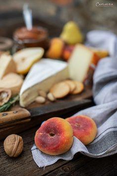Französische Käseplatte mit Weingartenpfirsich Tee Chutney, Käseplatte Rezept, Käseplatte, käseplatte anrichten, Käseplatte Idee, käseplatte dekorieren, Party Käseplatte, Käse Rezepte, Käse Platte selbst machen, Käseplatte anrichten schön, Käseplatte einfach, Käse Gerichte, cheese platter decoration, cheese platter ideas, cheese platter display, cheese platter how to make a, käseplatte anrichten klein, Käseplatte Sommer, Sommer Käseplatte, Sommer Käseplatte selbst machen, Sommer Rezept, Käse