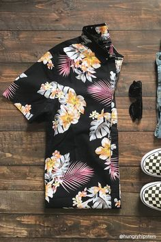 Browse a wide variety of men's button down shirts at Forever Explore the latest printed shirts and styles including floral, plaid, stripes & more! Textiles Y Moda, Tropical Outfit, Moda Blog, Summer Shirts, Printed Shirts, Shirt Style, Colorful Shirts, Cool Outfits, Men Casual