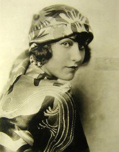 Actress and opera singer ~ Grace Moore/ frequentai molto Grace quell'anno e creai per lei un vestito di satin bianco su cui ricamai tutte le sue canzoni più famose. Schiaparelli