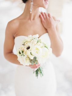 Montana Winter Wedding / Venue: Livingston Depot / Photography: @orangephoto / Flowers: Katalin Green