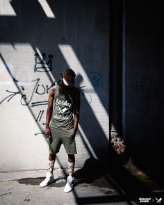 Distorted People Streetstyle : BB Blades Tank Top in olive, Cutted Jogging Short ''Smith'' in olive, our beige socks, monochrome white ''Son of Blades'' Premium Sneaker, and our soon to be released all new snapback....