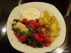 Laksepakker med spinat, hvidløg og tomater……….