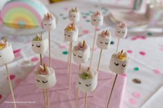 Unicorn heads in chamallows - pompoms and macarons - Diy Abschnitt, Macarons, Pom Pon, Unicorn Head, Diy For Kids, Presents, Lily, Birthday, Party, Marshmallows