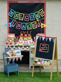 Love the old fashioned desk at this back to school party! #backtoschool #party
