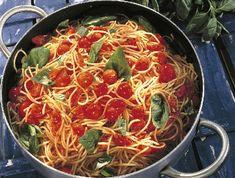 Tepsis paradicsomos tészta Recept képpel - Mindmegette.hu - Receptek Cordon Bleu, Japchae, Paella, Hamburger, Ethnic Recipes, Food, Essen, Hamburgers, Yemek