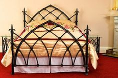 Celtic Beds Black Gothic bed features include classic Gothic arches, elaborate steeple-shaped knobs and castings with a tied-bow effect Gothic Bed, Gothic House, Magical Bedroom, Dream Bedroom, Teen Bedroom, Cast Iron Beds, Beds Uk, Wrought Iron Beds, Dream Furniture