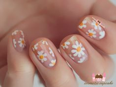 Today I have some inspired negative space daisy nails! It's a (poor) recreation of the nails created by Sophie Harris-Greenslade from the T. Shoe Nails, Nail Manicure, My Nails, Fabulous Nails, Perfect Nails, Uñas Diy, Natural Looking Nails, Daisy Nails, Square Acrylic Nails
