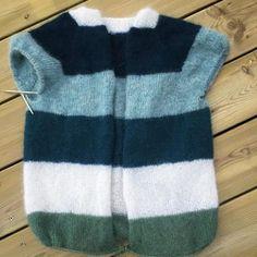 Sorbet, Crochet Baby, Knit Crochet, Sweater Knitting Patterns, Knit Sweaters, Vest, Womens Fashion, Jackets, Instagram