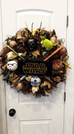 Crafty Crandall Creations: Wreaths and Specialty Gifts Disney Christmas, Christmas Time, Christmas Crafts, Star Wars Christmas Decorations, Xmas, Disney Diy, Disney Crafts, Disney Magic, Natal Star Wars