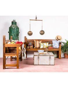 #banco #bancodemadera #rústico #exteriordesig #diseñodeinteriores #recibidor #entrada #hall #mueblesdemadera #maderanatural #confort #hogar #mueblesantiguos #interiorismo #acogedor #rusticdecor Bar Cart, Furniture, Home Decor, Rustic Bench, Wood Benches, Wood Furniture, Antique Bench, Vintage Armchair, Antique Mirrors