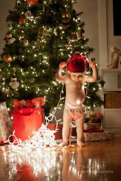 Christmas photos to take with your babies before they grow up.  Baby Photography