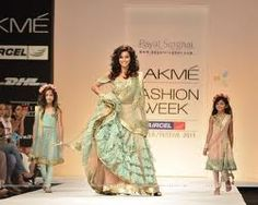 Google Image Result for http://img.india-forums.com/wallpapers/1280x1024/154628-model-display-the-designer-payal-singhal-collection-during-the.jpg