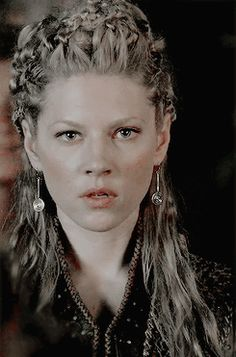 Lagertha im Vikings~ the look you get when your woman doesn't like something you just said . Cheveux Lagertha, Lagertha Hair, Vikings Lagertha, Vikings Tv, Fancy Hairstyles, Braided Hairstyles, Wedding Hairstyles, Viking Hairstyles, Katheryn Winnick Vikings